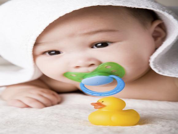 适合三个月宝宝的玩具