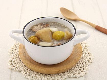 栗子百合猪蹄汤