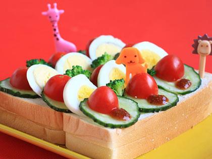 果蔬酸乳酪三文治