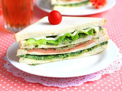 菠菜蛋饼三明治