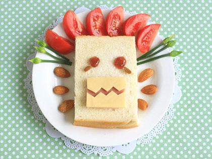 瓜子草莓酱三明治