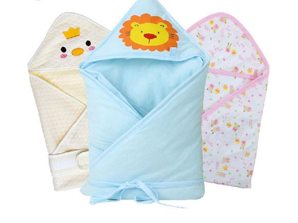 妈妈可以为宝宝在睡袋外加盖被子